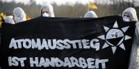 Atomausstieg ist Handarbeit / Quelle: taz.de