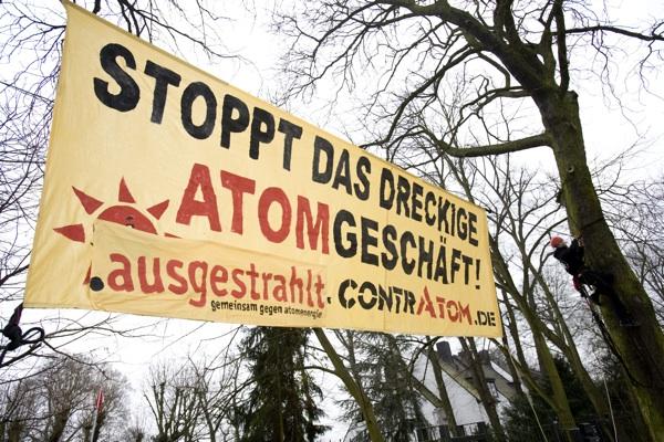 05.03.2009 - Proteste vor dem Haus von RWE-Chef Grossmann in Hamburg