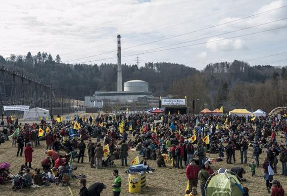 """12.03.2012 - """"Menschenstrom"""" am AKW Mühleberg; Foto: Ivan Suta / www.menschenstrom.ch"""