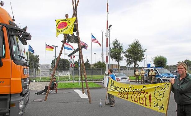 31.07.2012 - Protest vor der UAA Gronau; Bild: Markus Kampmann / wn.de