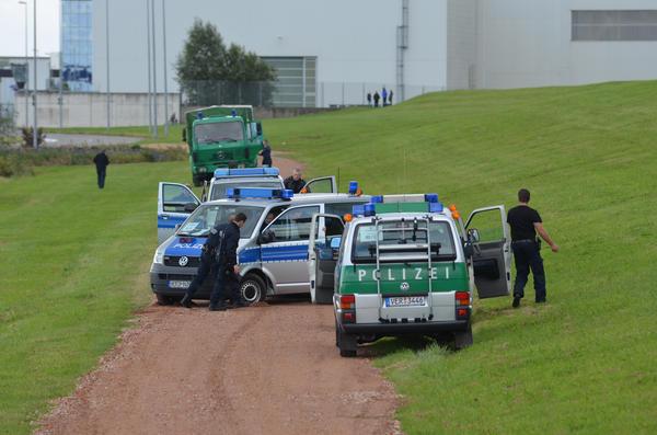 Nordenham: Polizei fährt sich auf schlechtem Weg fest (22.9.2012)