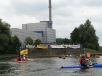 Paddel-Aktion vor dem AKW Kruemmel am 12.07.2009