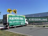 Protestaktion in der Zufahrt der Spedition Kieserling in Bremen, 2.8.2013 (Foto: ROBIN WOOD)