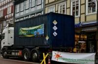 Möglicherweise per LKW werden die Transporte durchgeführt. Bild: Aktion der BI Lüchow-Dannenberg am 4.12. / Kina Becker
