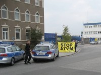 6.10.2014 - Protest gegen Container mit Urankonzentrat im Hamburger Hafen, Bild: robinwood.de